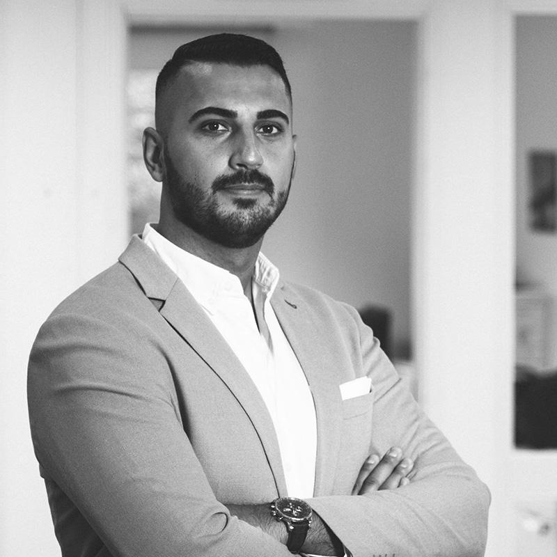 <b>Ali Davari</b>